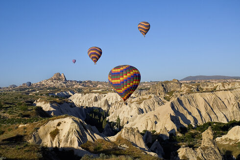 Turkey, Cappadocia, Goreme, View of hot air balloons flight - PSF000507