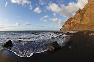 Spain, Canary Islands, La Gomera, Valle Gran Rey, Playa del Ingles, View of sea - SIEF001036