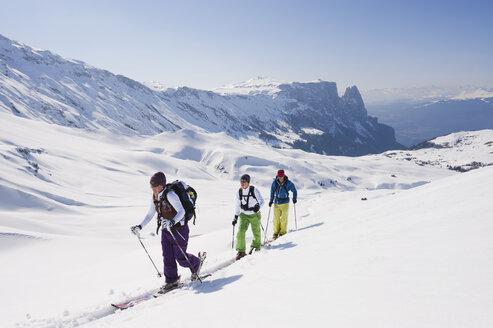Italy, Trentino-Alto Adige, Alto Adige, Bolzano, Seiser Alm, Group of people on ski tour - MIRF000139