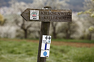 Germany, Bavaria, Franconia, Franconian Switzerland, Pretzfeld, Close up of signpost - SIE001393