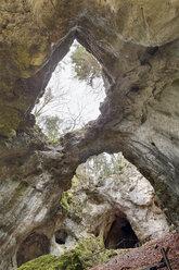 Germany, Bavaria, Franconia, Franconian Switzerland, Wiesenttal, Riesenburg, View of cave - SIE001432