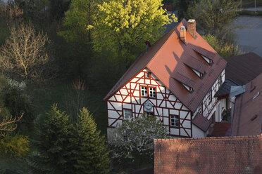 Germany, Franconia, Franconian Switzerland, Wiesenttal, View of Streitberg half-timbered house - SIE001440