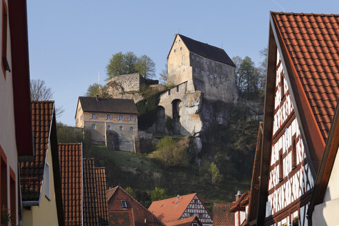 Germany, Bavaria, Franconia, Upper Franconia, Franconian Switzerland, Pottenstein, View of castle on top of mountain with town in foreground - SIEF001486