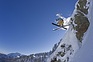 Austria, Tyrol, Kitzbuehel, Mature man doing freestyle skiing - FFF001158