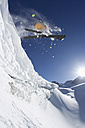 Austria, Tyrol, Pitztal, Mature man doing freestyle skiing - FFF001224