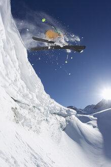 Austria, Tyrol, Pitztal, Mature man doing freestyle skiing - FFF001224
