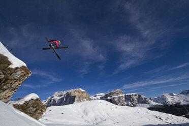Italy, Sella, Dolomites, Man doing freestyle skiing - FFF001163