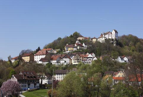 Germany, Bavaria, Franconia, Upper Franconia, Franconian Switzerland, Egloffstein, View of houses on hill - SIEF001527