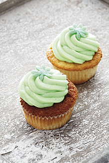 Close up of buttercream woodruff cupcakes - CSF014953