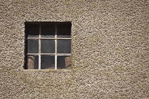 Germany, Bonn, Close up of old barn window - KJF000101