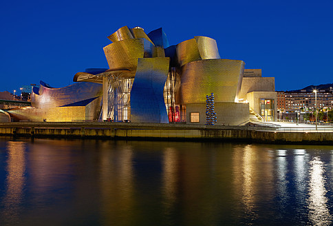 Spain, Basque country, Bilbao, View of Guggenheim Museum Bilbao at night - BSC000016