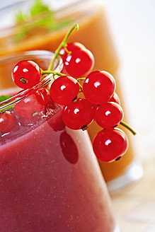 Close up of red berry and apricot smoothie with currants and mint - TSF000325
