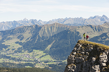 Austria, Kleinwalsertal, Man and woman hiking on edge of cliff - MIRF000244