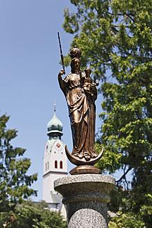 Germany, Bavaria, Upper Bavaria, Rosenheim, View of Virgin Mary statue at Riedergarten gardens - SIEF001807