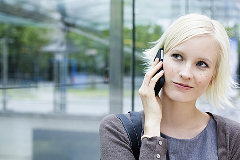 Germany, Bavaria, Munich, Young woman on phone - SPOF000037