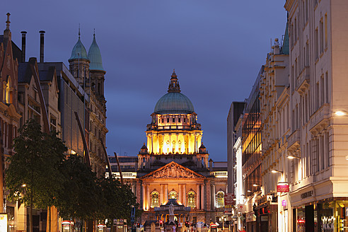 United Kingdom, Ireland, Northern Ireland, Belfast, View of city hall at donegall place - SIEF001843