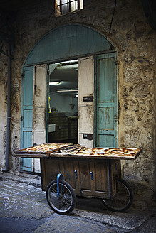 Israel, Jerusalem, Push cart with bakery products at bakery - TL000581