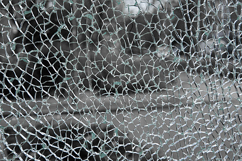 Israel, Window with cracked glass, close up - TLF000596