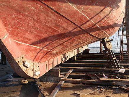 Morocco, Essaouira, Hull of old fishing boat at shipyard - BSC000086