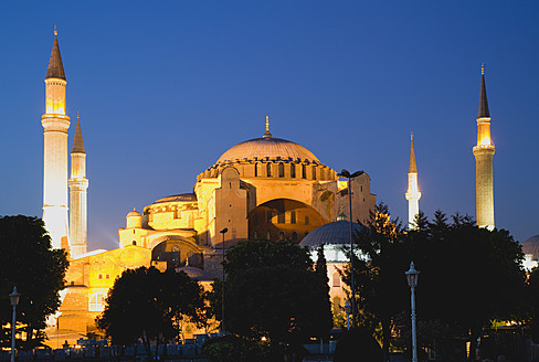 Turkey, Istanbul, Sultanahmet, View of Haghia Sophia Museum at sunset - PSF000624