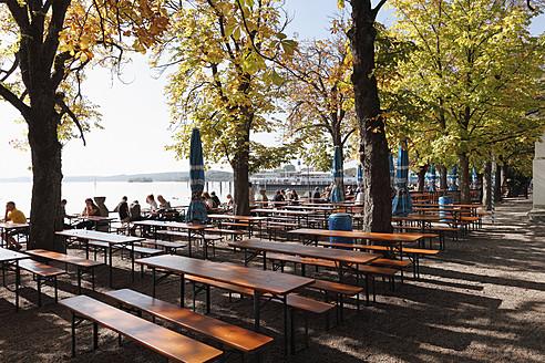 Germany, Bavaria, Upper Bavaria, Fuenfseenland, Tourist at beer garden near lake - SIEF001944