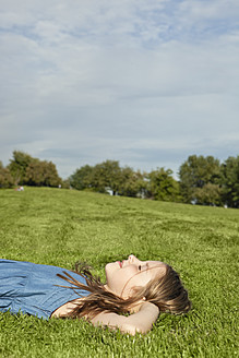 Germany, Bavaria, Girl relaxing in park - SKF000562