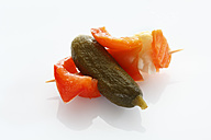 Preserved mixed pickles in skewer, close up - CSF015639
