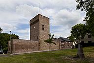 Germany, North Rhine Westphalia, Zulpich, View of historical city gate - CSF015685