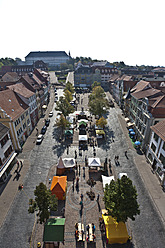 Germany, Thuringia, Gotha, People at arts and crafts market - WDF001163