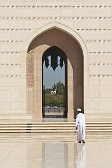 Oman, Worshipper at Sultan Qaboos Grand Mosque - LF000308
