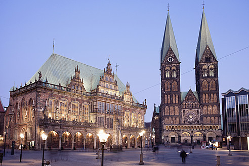 Germany, Bremen, View of town hall at market square - MSF002611
