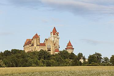 Austria, Lower Austria, Weinviertel, View of Kreuzenstein Castle - SIEF002212