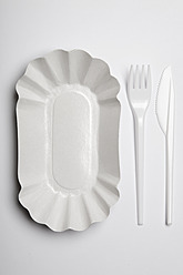 Paper plate with plastic fork and knife on white background - ANBF000024