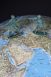 Plastic soldiers on globe, close up - ANBF000002