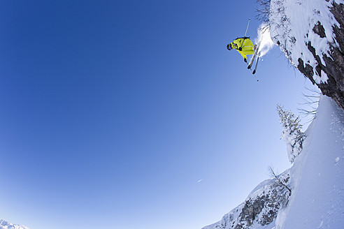 Austria, Tyrol, Kitzbuhel, Mid adult man skiing - FFF001267