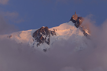 France, View of Aiguille du Midi at sunset - RUEF000817