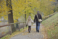 Germany, Bavaria, Mother and daughter walking on footpath in autumn - RUEF000837