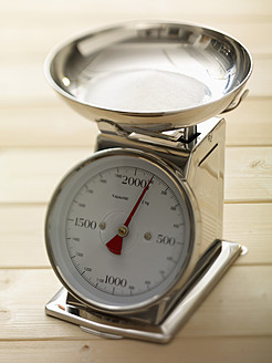 Kitchen scale on table, close up - SRSF000230