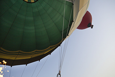 Egypt, Luxor, View of hot air balloon - MSF002638