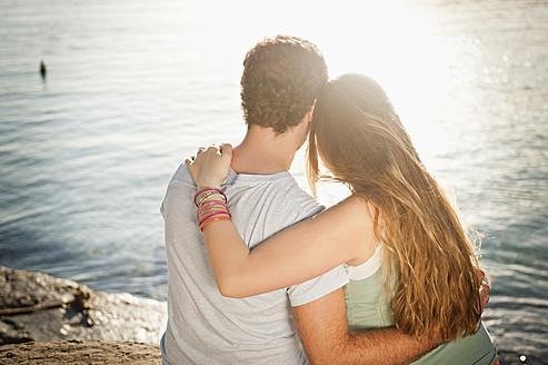 Spain, Mallorca, Couple sitting on beach - MFPF000012