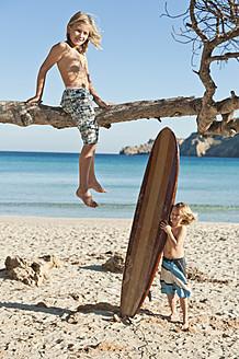 Spain, Mallorca, Children on beach - MFPF000069