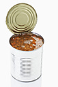 Lentil in tin on white background - MAEF004400