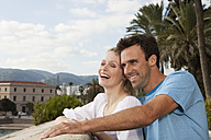 Spain, Mallorca, Palma, Couple looking away, smiling - SKF000929