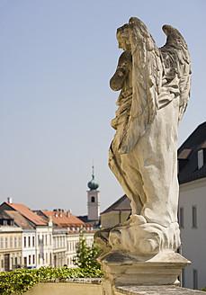 Austria, Burgenland, Eisenstadt, View of angel statue - WWF001927