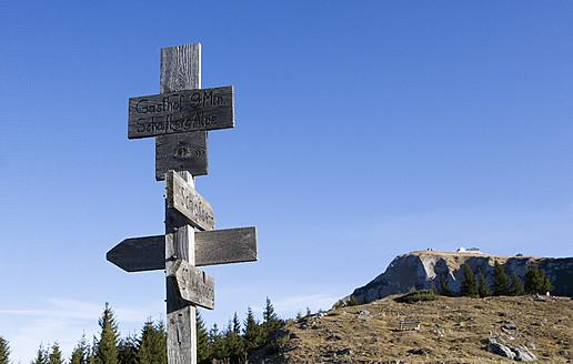 Austria, Sign post on Schafberg Mountain - WWF002008
