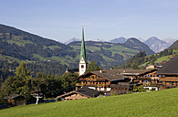 Austria, Tyrol, Alpach, View of church in Alpbachtal Valley - WWF002021
