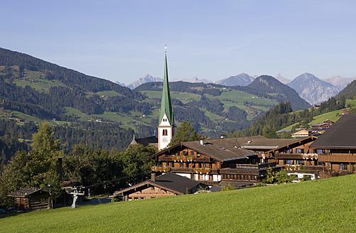 Austria, Tyrol, Alpach, View of church in Alpbachtal Valley - WWF002021