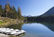 Germany, Bavaria, Ramsau, View of Watzmann mountains with Hintersee lake - WWF002064