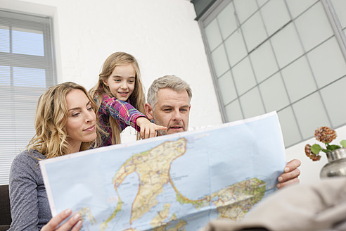 Germany, Leipzig, Family looking at map - WESTF018378