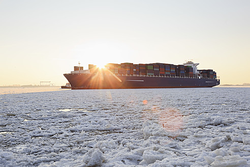 Germany, Hamburg, Container ship on ice covered River Elbe - MSF002656